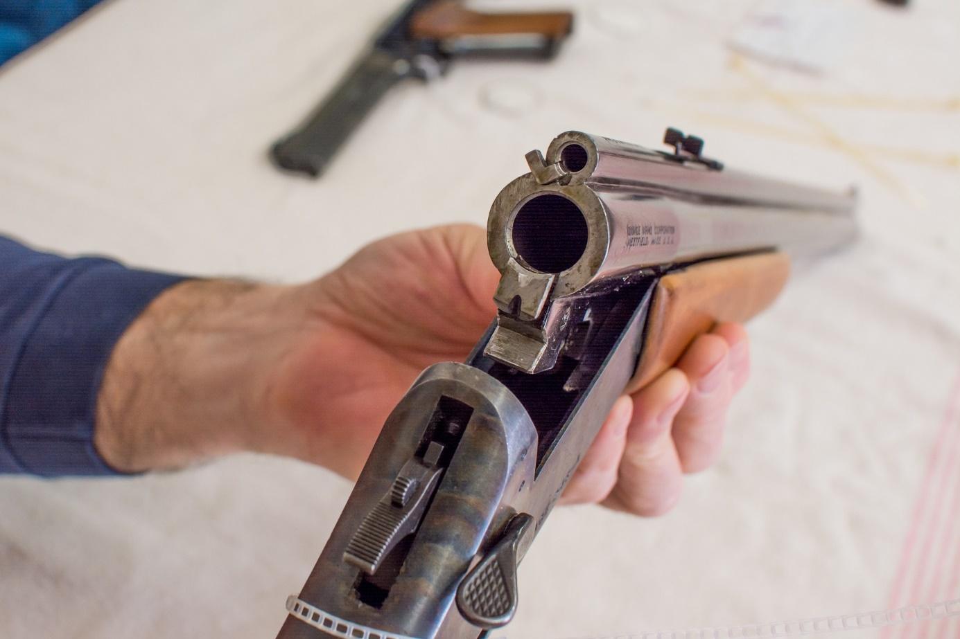 Rozložení zbraně při odborné zkoušce pro zbrojní průkaz